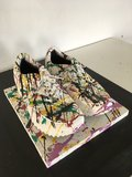 "Norman Gekko - In the studio - 12 x 29 x 25 cm - Mixed Media uit de ""Fake Shoes Serie"""
